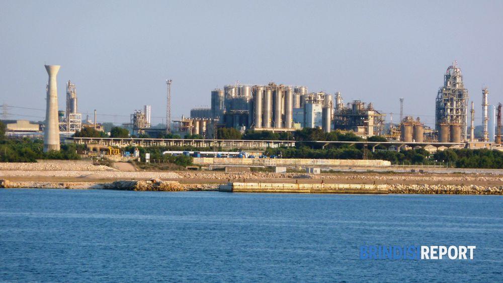 Vendita Versalis: lavoratori chimici in piazza venerdì 13