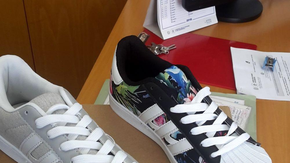 0697787907 Intercettate 13mila paia di scarpe Adidas tarocche nel porto