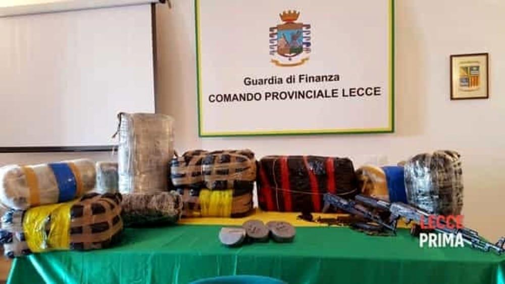 6725235dde BRINDISI – Marijuana, cocaina ed eroina dall'Albania alle coste tra  Brindisi e Lecce, su gommoni imbottiti anche di armi e munizioni.