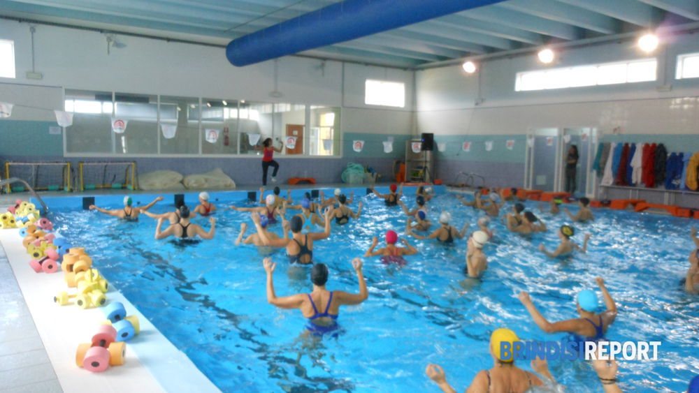Sant 39 elia la zumba arriva in piscina - Piscina francavilla fontana ...