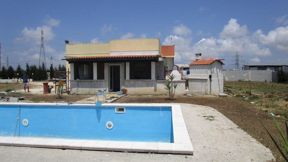 Scoperta dai vigili costruzione di villa con piscina completamente abusiva - Piscina gonfiabile 2 metri ...